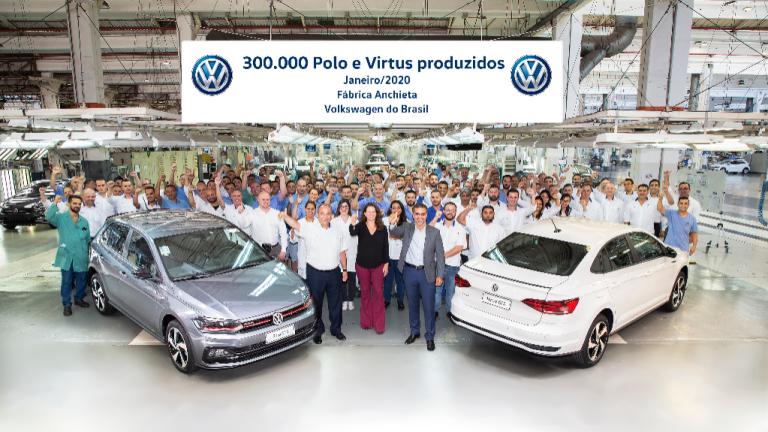 VW comemora 300 mil unidades produzidas de Polo e Virtus no Brasil