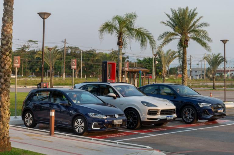 Read more about the article VW, Audi, Porsche e EDP inauguram seu primeiro eletroposto